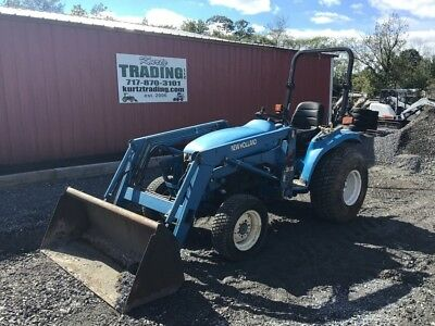 2001 New Holland TC33 4x4 Tractor with Front Loader!