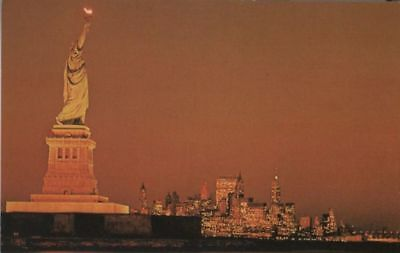 Ak - USA - New York City - Statue of Liberty at dusk - ca. 1965 - 40698