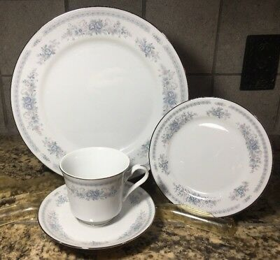 Fine China of Japan Christine Place Setting 4 Pieces Blue Flowers
