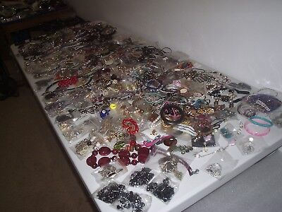 LARGE 8 kg JOB LOT OF OF MIXED COSTUME JEWELLERY