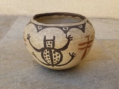 OLD ZUNI PUEBLO NATIVE AMERICAN INDIAN POTTERY VASE POT – FROG and DRAGONFLY