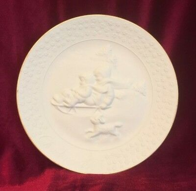 VINTAGE Avon A CHILDS CHRISTMAS 1985 PORCELAIN 24 K Gold Trim COLLECTORS PLATE