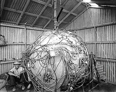"""Housing For The First Atomic Bomb """"The Gadget"""" In 1945 - 8X10 Photo (Bb-669)"""