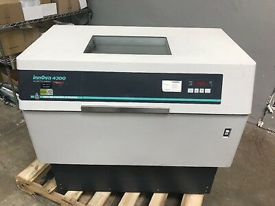 New Brunswick Scientific Innova 4300 Digital Incubator Shaker 100/120/220/240V