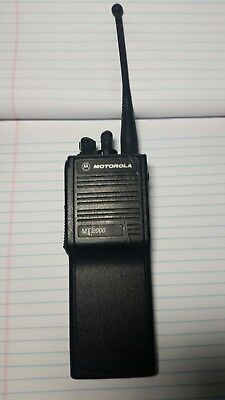 Motorola mt2000 uhf H01SDD9AA4AN USED BUT IN GOOD CONDITION
