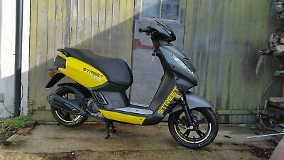 Brand new Peugeot Kisbee Street Line Limited edition 50cc scooter Moped 1 of 15