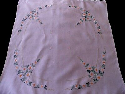 "VINTAGE HAND EMBROIDERED LINEN TABLE CLOTH  with WHITE  DAISIES - 34"" by 32"""