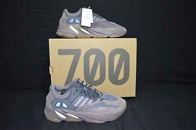 timeless design 43bb3 04eb6 ADIDAS KANYE WEST Yeezy 700 Boost Mauve Size 5 In Hand ...