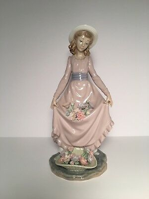 Lladro #5027 Flowers In The Basket Girl with Flowers on Dress 1979 Porcelain