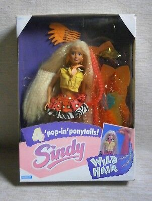 "Sindy "" Wild Hair "" Nib Hasbro 1993 Doll For Girls"