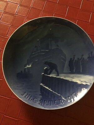 Vintage 1917 Royal Copenhagen Jules After Annual Cheistmas Plate