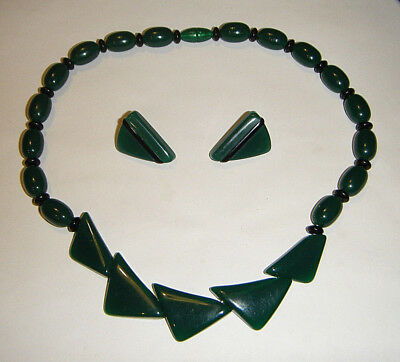 VTG MODERN 1960s FOREST GREEN AND BLACK LUCITE PLASTIC NECKLACE AND EARRINGS SET