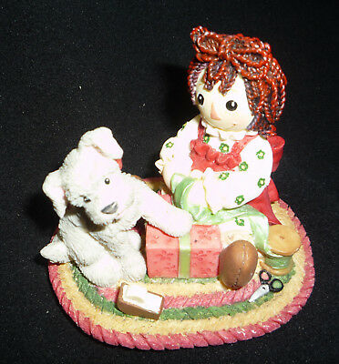 "Raggedy Ann &Andy figurine ""The Gift of Happiness Belongs to Those Who Unwrap It"