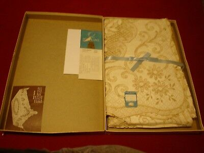 Beautiful Vintage Quaker Lace Tablecloth Prince Madeira Never Been Used