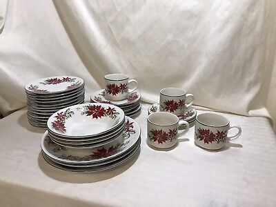 Totally Today Christmas Poinsettia Dinnerware Dessert Plates &  Bowls 32 Pieces