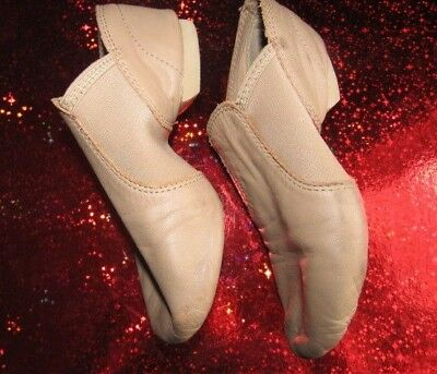CAPEZIO Slip On Jazz Dance Shoes Split Sole Tan Leather Upper Size 4 1/2 Wide