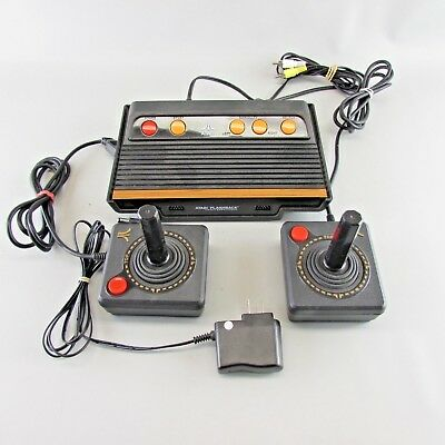 ORIGINAL ATARI FLASHBACK CLASSIC GAME CONSOLE w/ BUILT-IN GAMES 2 CONTROLLERS