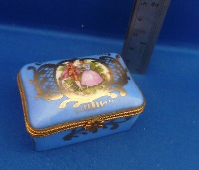 Pretty Vintage Limoges Pill Box Super Detailing With Lovers Scene