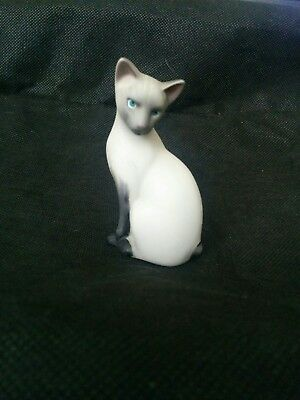 Siamese Cat Fine Porcelain Avon Mint Condition Circa 1983 Limited Canadian Ed
