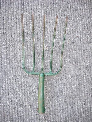 OLD Vintage ANTIQUE METAL HAY PITCH FORK HEAD FARM GARDEN Hay TOOL 5 PRONG RUSTY