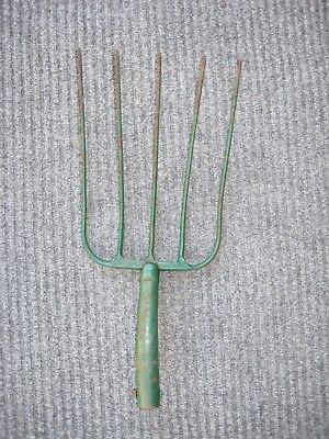 OLD Vintage Primitive ANTIQUE METAL HAY PITCH FORK FARM Barn GARDEN TOOL 5 Tine