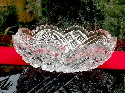 EXCELLENT VINTAGE CRYSTAL BOWL 16cm WIDE INTRICATE PATTERN GOOD WEIGHT QUALITY