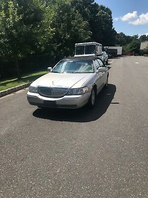 2003 Lincoln Town Car  2003 Lincoln Town Car Signature 4.6l, Great Clean Vehicle