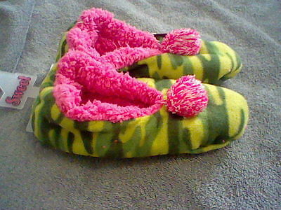 Brand New Women's Size Small 5-6 Slippers With Grippers