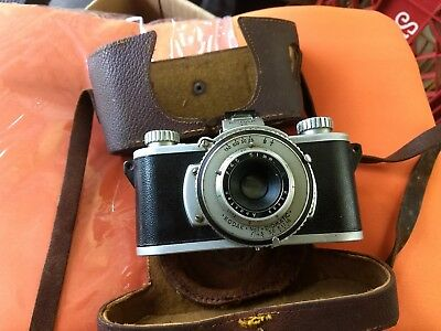 Vintage KODAK  35mm Camera it appears to be in good condition oldie