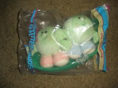 Vintage 1986 Avon Somersaults Pals Plush  One/Two peas in pod