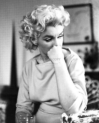Marilyn Monroe Iconic Sex Symbol And Actress - 8X10 Publicity Photo (Da-340)