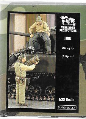 Verlinden WWII US Tankers Loading Up,  2 Resin Figures 1/35 1961   ST