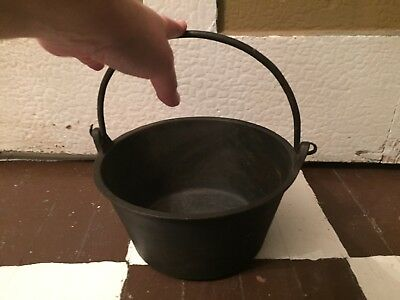 18th To Early 19th Century Cast Iron Swing Handle Cooking Pot W Pad Feet