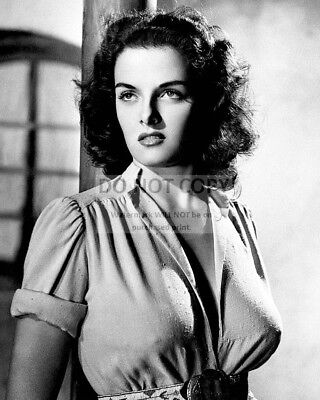 """Jane Russell In The 1943 Film """"the Outlaw"""" - 8X10 Publicity Photo (Da-397)"""
