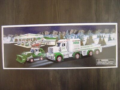 HESS 2013 TOY TRUCK and TRACTOR - BRAND NEW