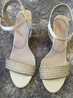 c679c8bbe4fb Heels Shoes Size 6 Kitten White Satin Diamante   Pearl Style New 💕Wedding  Bride