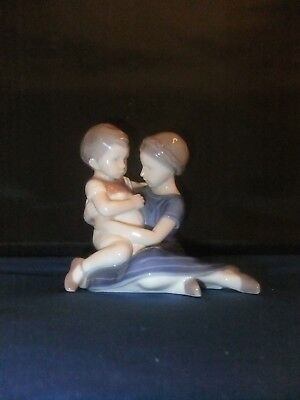 Royal Copenhagen Rre Figurine Mother And Child