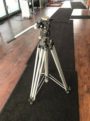 Manfrotto 3046 Tripod with 3063 Fluid Head Bogen