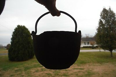 "VINTAGE CAST IRON LEAD MELTING SMELTING POT KETTLE 5 3/4"" diameter 3 3/4"" tall"