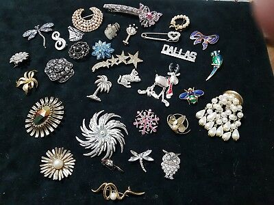 30 Vintage Antique Collection / Job Lot Of Mixed Brooches / Brooch / Pin / Pins