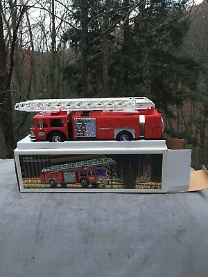 Vintage 1986 Hess Toy Fire Truck Bank Red  Gift New Ladder MINT LIGHTS WORKING