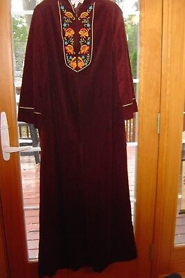 4918620c409 Vintage Womens Robe Sears At Home Wear maroon burgundy Velour Embroidered  s M