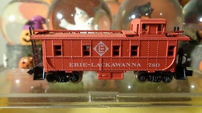 N scale trains lot of 3 tanker,caboose, and GN boxcar