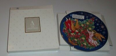 "Avon 1995 Christmas Collector's Plate ""Trimming The Tree"".NIB"