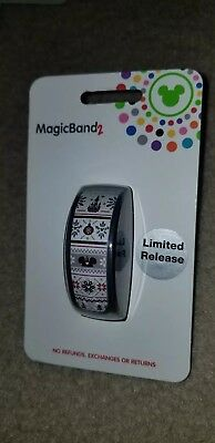 NEW Disney Parks 2018 Christmas Holiday Sweater MAGIC BAND 2 Limited Release