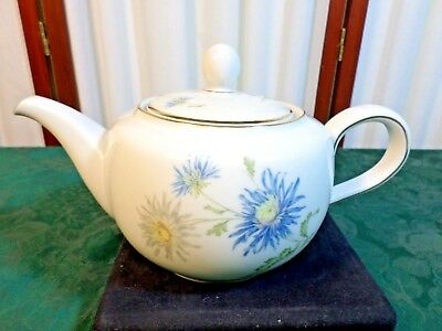 Beautiful Hutschenreuther Selb Turvel HUT1700 Floral Designed Handled Teapot