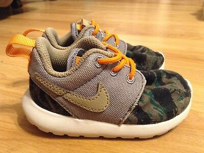 f4c0b8a382605 Infant Nike Roshe Run Camo Grey Running Play Shoes 677783-002 Size 5C
