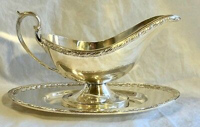 Vintage Wm Rogers Acanthus Silverplate Gravy Boat with Underplate        JJ0497