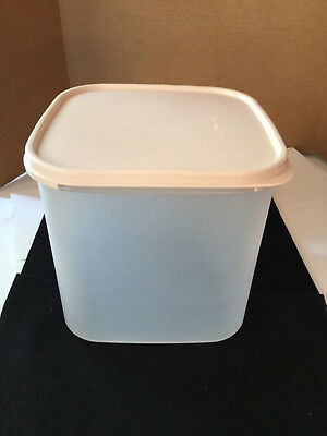 Tupperware Modular Mates Square 3 - 17 Cups #1621, and Pink Lid