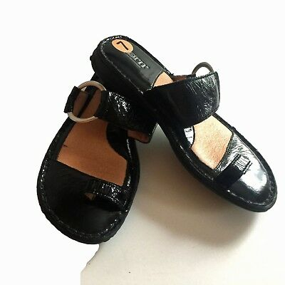 218fe6c4857d BORN Womens Captiva Black Patent Leather Toe Loop Ring Sandals Size 7   NWOB
